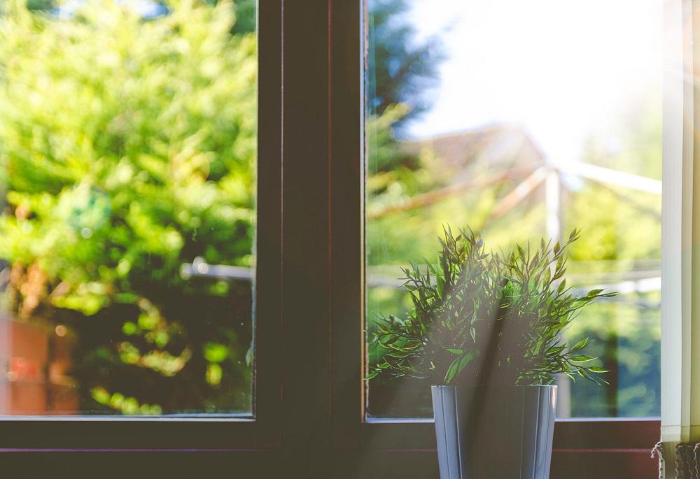 Zimmer kühlen im Sommer_Fenster