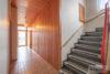 ZFH in Klein Heidorn | 233 m² Wohnfläche | Feldblick auf 1.819 m² | 2 Garagen | Ausbaupotential uvm. - Flur + Treppenaufgang (EG)