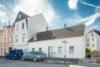 Solingen-Ohligs: MFH + EFH | 365 m² Wohnfläche | 506 m² Eckgrundstück mit Terrasse & Carport uvm. - Frontansicht/Hauseingänge
