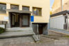 Brühl: MFH in 1A Lage   Direkte nähe zu Brühler Innenstadt und ÖPNV   Großer Garten, Garage uvm. - Eingangsbereich + Garage