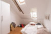 Linden-Mitte: Sehr helle DG-Wohnung | 2 Zimmer | ca. 45 m² Wohnfläche | Kein Sanierungsstau uvm. - Schlafzimmer mit Dachlukenfenstern