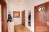 Linden-Mitte: Sehr helle DG-Wohnung | 2 Zimmer | ca. 45 m² Wohnfläche | Kein Sanierungsstau uvm. - Flur + Eingangstür