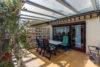 Grone: Reihenmittelhaus mit ausgeb. Dachboden | 3 Bäder | Terrasse mit Glasdach | Vollkeller uvm. - Terrasse mit fester Überdachung